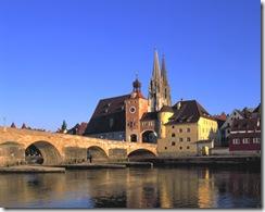RegensburgSteinerne-Bruecke-und-Dom